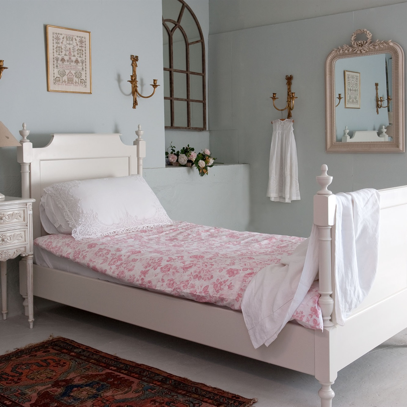 Gustavian single bed