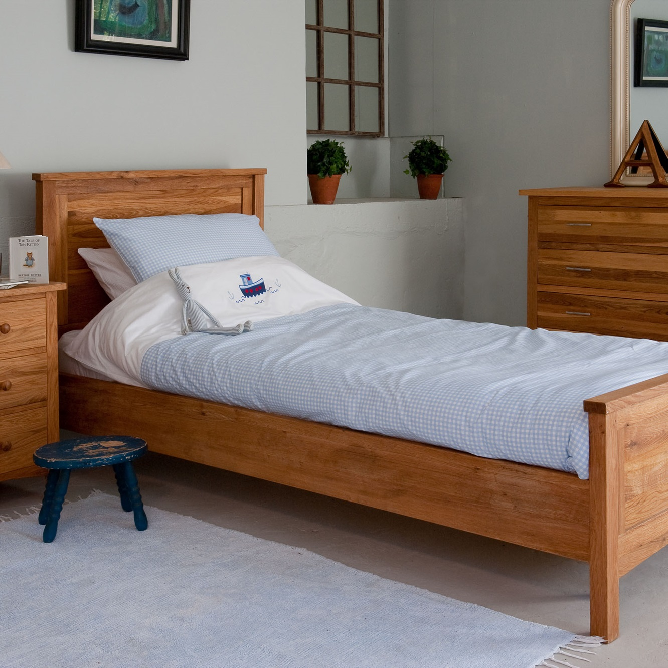 The New England bed in solid oak